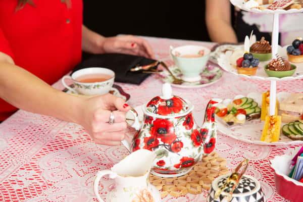 tea party at queen of hearts las vegas