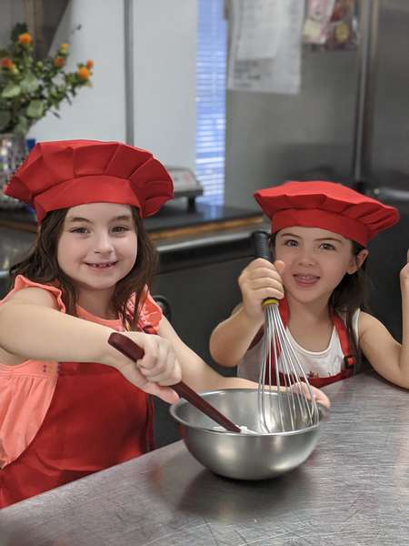 kids baking at kids tea party at queen of hearts las vegas
