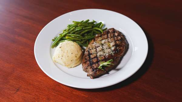 steak, mashed potatoes, and green beans
