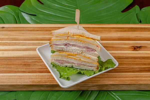 tres quesos sandwich