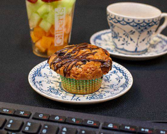 Muffin and fruit