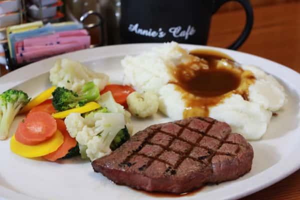 steak, veggies, mashed potatoes