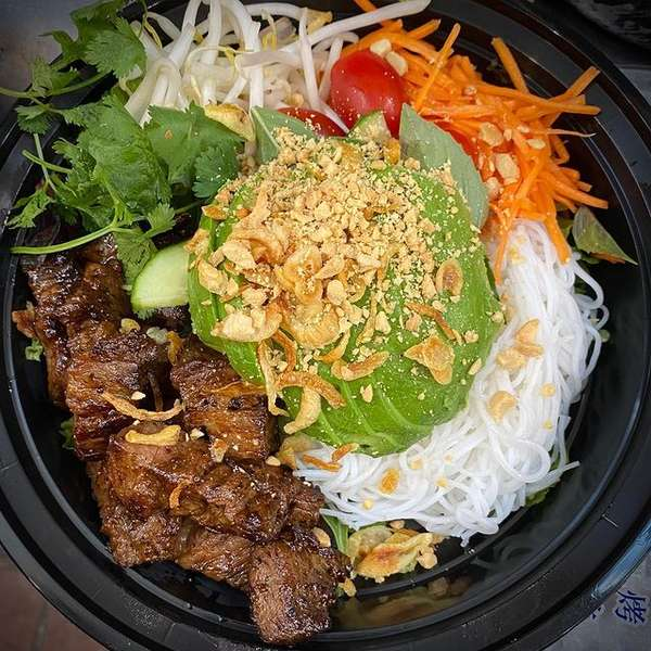 noodle and beef bowl