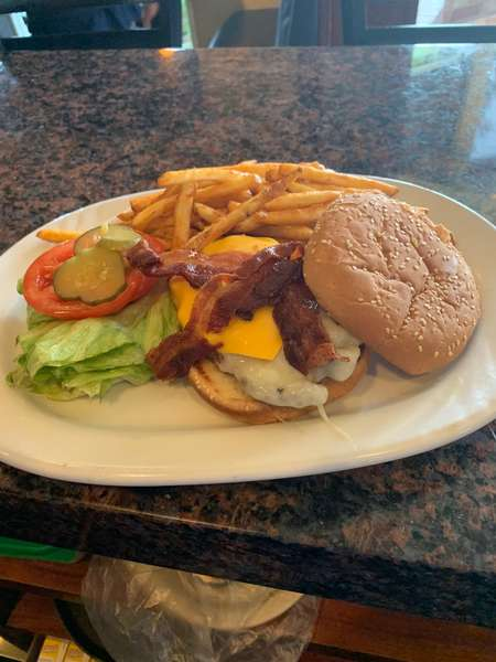 Classic Bacon Cheeseburger