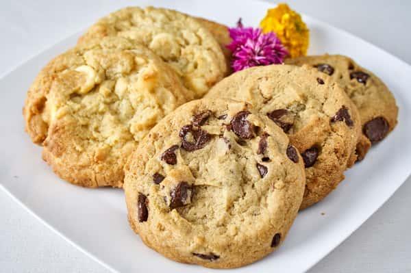 Fresh Baked Chocolate Chip & Macadamia Nut Cookies