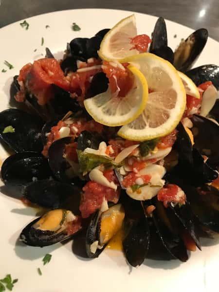 Mussels Marinara White Wine, Olive Oil & Garlic