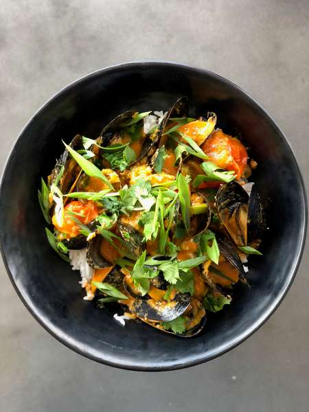 PEI Red Curry Mussles