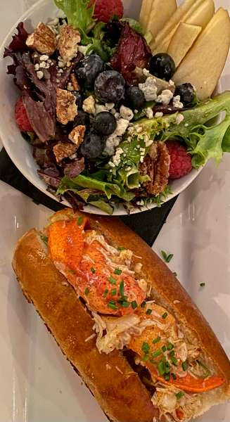 Dueling Claws, Dungeness & Lobster Roll