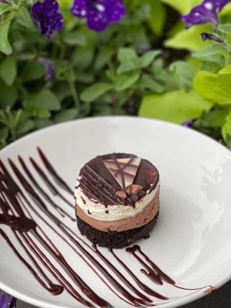 CHOCOLATE &WHITE MOUSSE CAKE