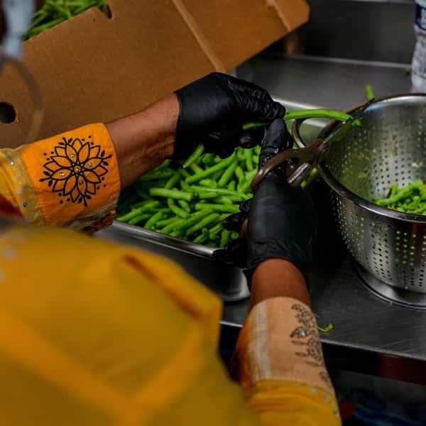 Shelling green beans