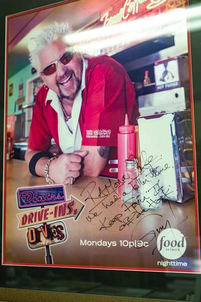 Diners, Drive-Ins, Dives
