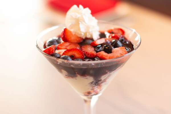 berries cream anglaise