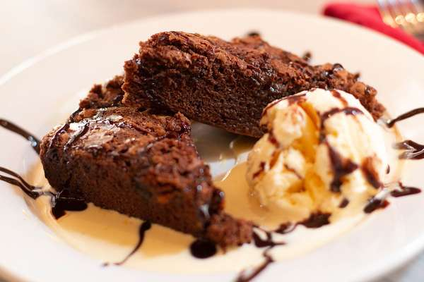 macadamia chocolate brownie sundae