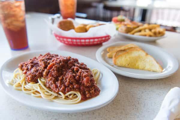 Spaghetti with Garlic Toast