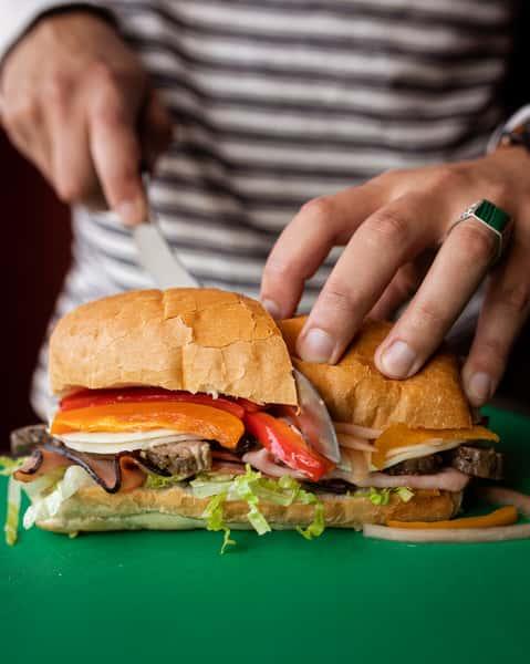 slicing sandwich