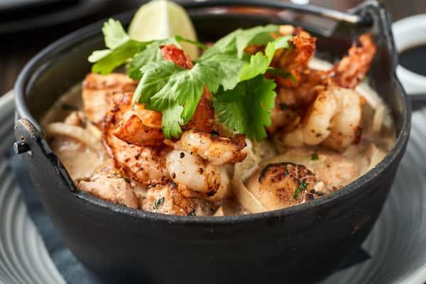 Ling's Seafood Hot Pot *