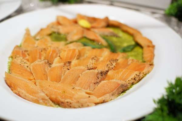 Salmon Tataki in Cilantro Sauce