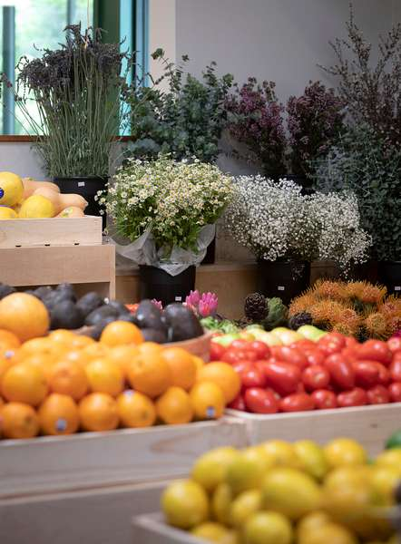 Roy_Pope_produce&floral