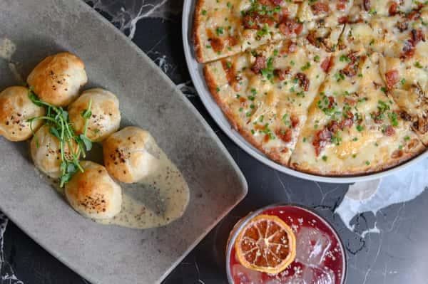 pizza and garlic knots