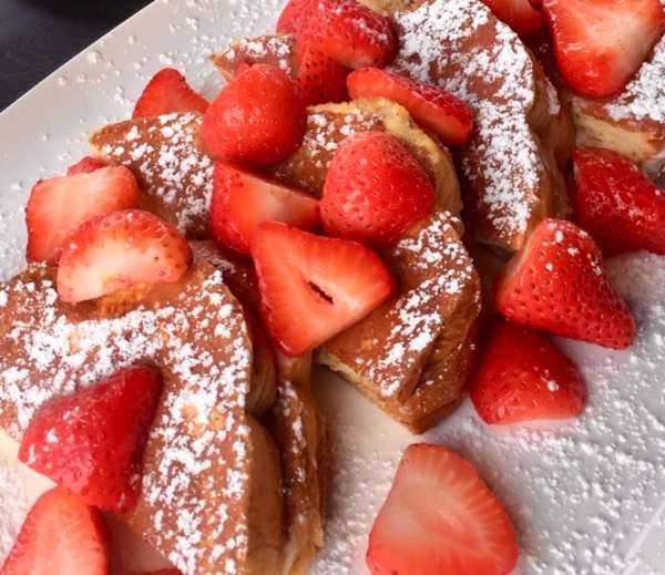 french toast and strawberries
