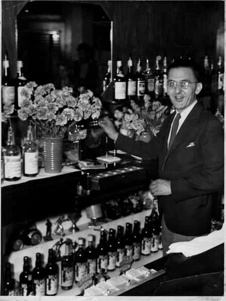 Henry-Gunselman-behind-the-bar (1)