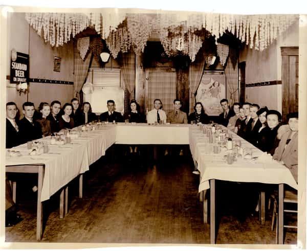 Gunselman-s-tavern-dining-room-web (1)