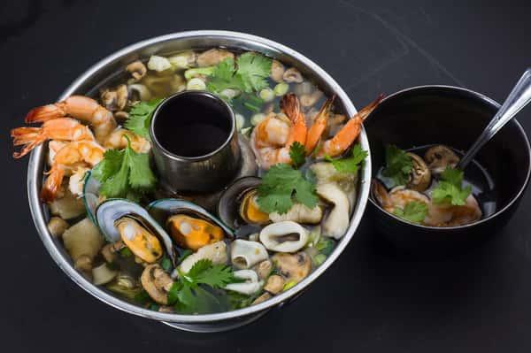TOM YUM THAI SPICY & SOUR SOUP