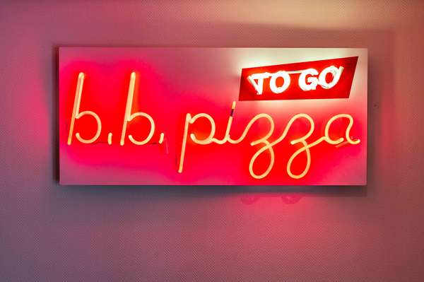 bb pizza sign