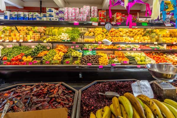 La Reyna Market produce