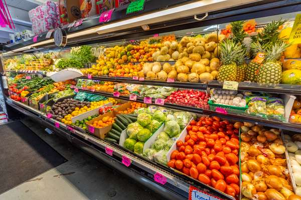 La Reyna Market produce aisle
