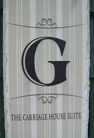 carriage-house-sign-320
