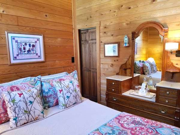 carriage-house-back-bedroom-690
