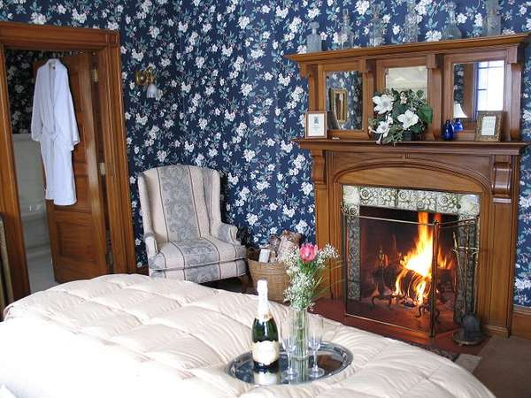 room-23b-fireplace-690