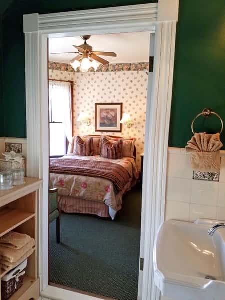 room-24-bathroom-690