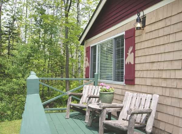 family-cottage-deck-m