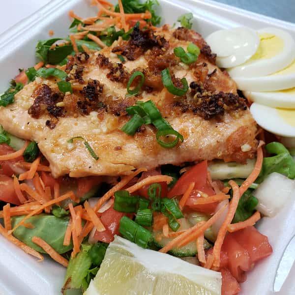 Grilled Garlic Salmon Salad