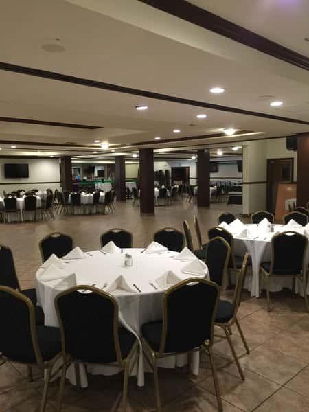 round banquet tables
