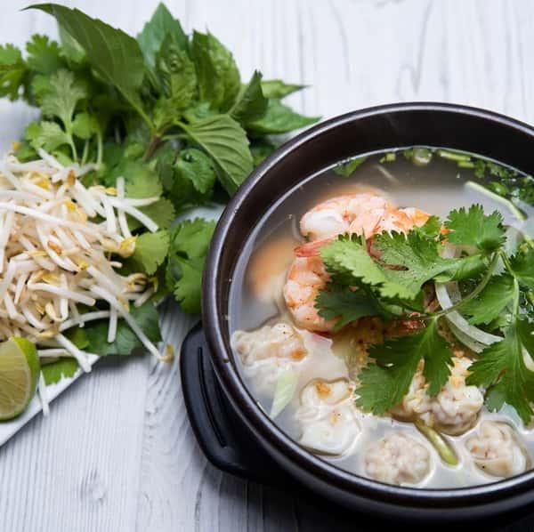 Shrimp Wonton Noodle Soup / Mì Hoành Thánh Tôm