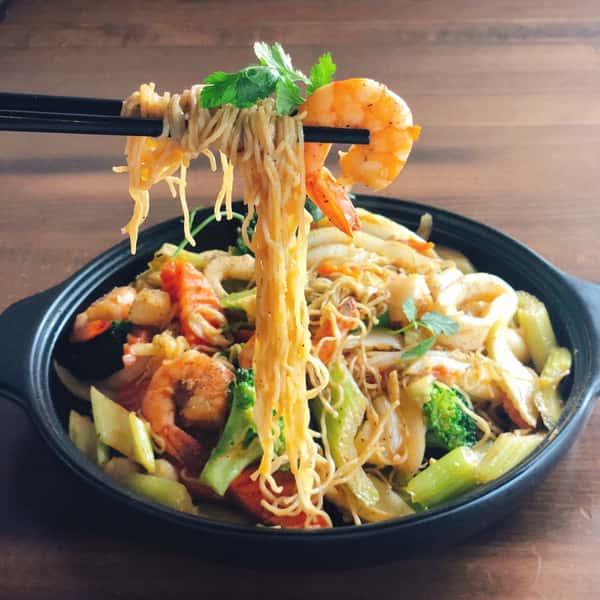 Seafood Egg Noodles