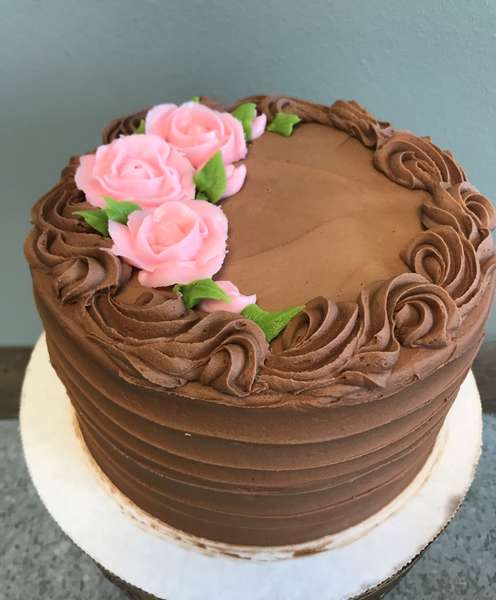 Buttercream Roses in single color on your cake (price varies on size of cake)