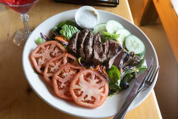 Charbroiled Marinated Tenderloin* Tail Salad