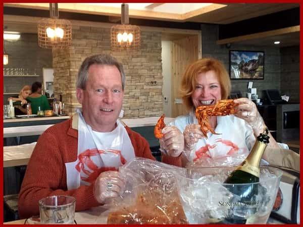 smiling people eating crab