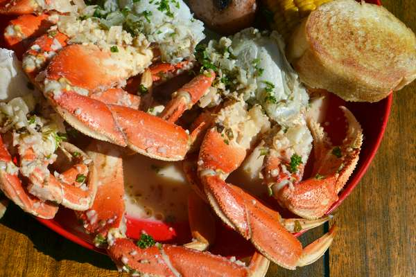 Garlic Dungeness Crab*