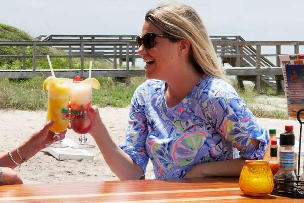 Surf-Hut-Cocktails-and-Tacos