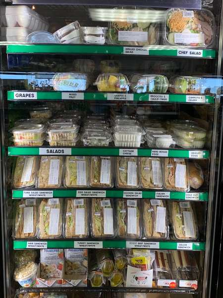 convenience store grab and go from Deli
