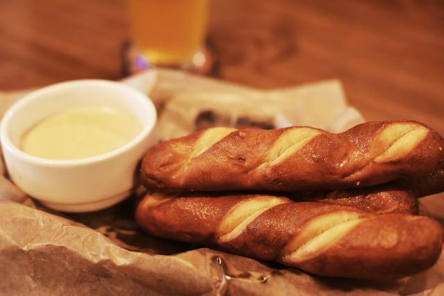 Beer Cheese Dip & Pretzels